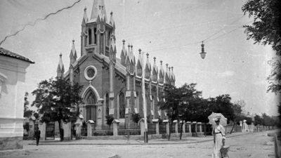 Лютеранська кірха і училище