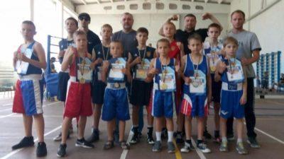 Бердянські боксери привезли 8 золотих медалей.