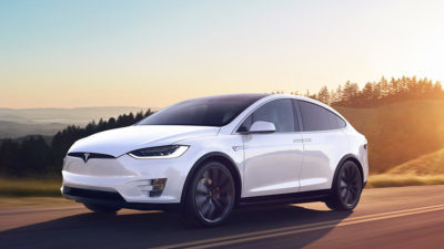 Електрокар Tesla обігнав Alfa Romeo, буксируючи таку ж машину