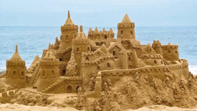 """Сонце, море та пісок – від Болгарії до Бердянська усіх охоплює """"піщана"""" хвиля"""