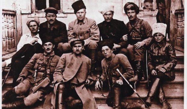 ShTAB-MAKhNOVTsIV-STAROBILSK-ZhOVT.-1920-R.-004.jpg