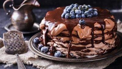 Солодка таємниця Різдва – шоколадний млинцевий торт на будь-який смак